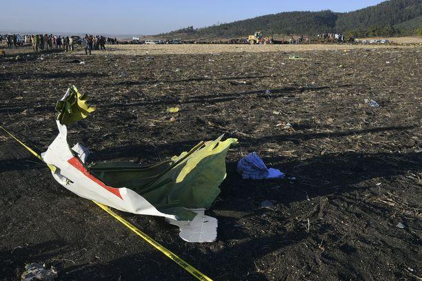 Etiopian lentoturmasta on aloitettu tutkinta. Lentokoneen mustat laatikot löydettiin turmapaikalta.