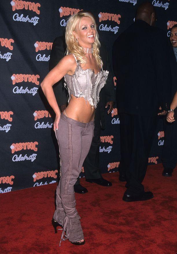 Britney sai kaikki himoitsemaan lantiofarkkuja 2000-luvun alussa.