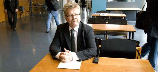 Kansanedustaja ja entinen poliisi Petri Salo kiisti oikeudessa kaikki syytteet.