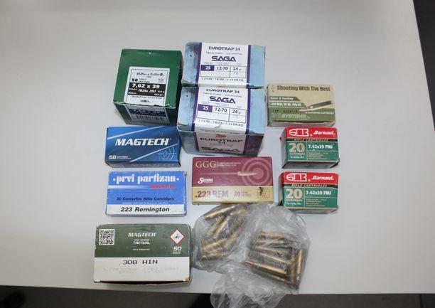 Löydettyjä ammuksia oli useisiin eri aseisiin.