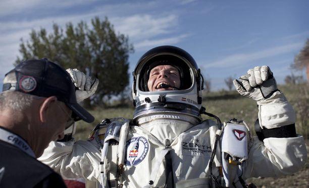 Baumgartnerin tavoitteena on rikkoa äänennopeus ensi kuussa hänen hypätessä 37 kilometrin korkeudesta.