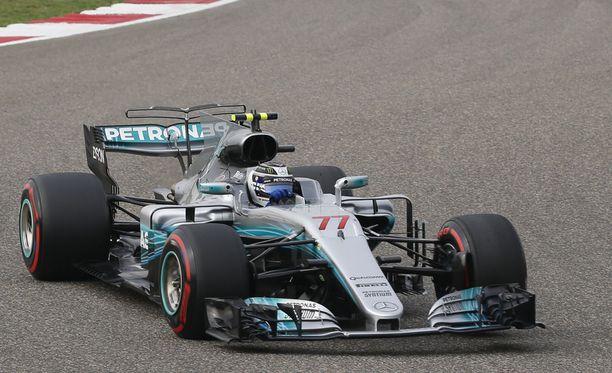 Valtteri Bottas päästi jälleen Sebastian Vettelin edelleen.