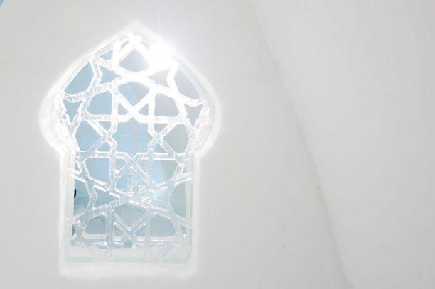 Jäähotellissa näkyy eri puolilta maailmaa olevien taiteilijoiden kädenjälki.