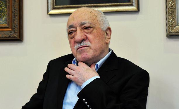 Turkki syyttää uskonoppinutta Fethullah Güleniä äskeisestä vallankaappausyrityksestä ja vaatii Yhdysvaltoja luovuttamaan hänet Turkkiin.