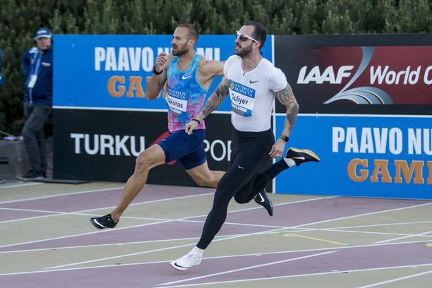 Paavo Nurmi Games järjestetään ensi tiistaina Turun urheilupuistossa. Kuvassa etualalla pikajuoksija Ramil Quliyev, joka viiletti Aurajoen partaalla viime vuonna.