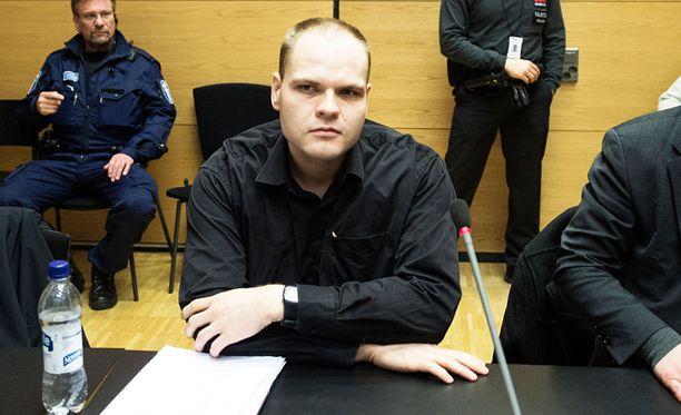 Poliisi pitää Pönkää vaarallisena ja epäilee että mies on aseistettu.