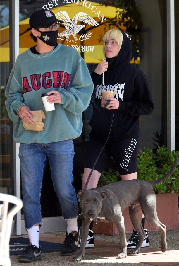 Billie Eilish ja Matthew Tyler Vorce hakivat yhdessä takeaway-kahvit.