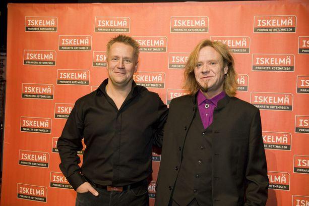Ex-bändikaverit Olli Lindholm ja Jussi Hakulinen kuvattuna yhdessä vuonna 2010.