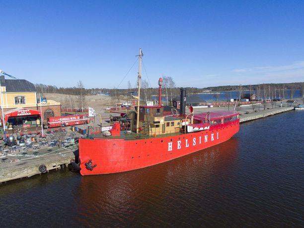 Kuvassa museolaiva Hyöky, joka sijaitsee Tervasaaressa.