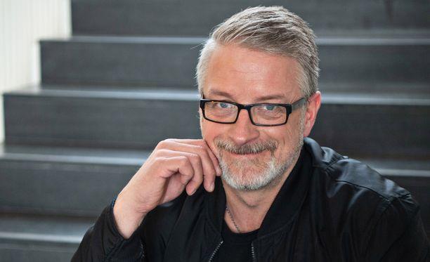 Marko Kilpi on multitalentti. Hän aloitti uransa käsikirjoittajana mutta päätyi poliisiksi ja kirjailijaksi.