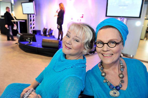 Pirjo Kauppinen ja Eppu Nuotio juonsivat tv-sarjaa yhdessä vuonna 2010.
