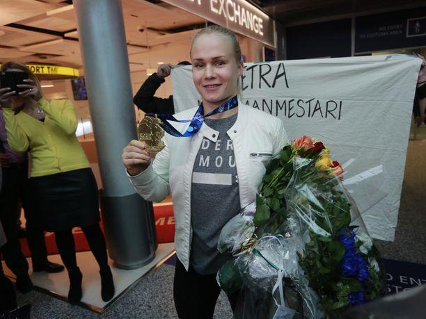 Petra Olli voitti lokakuussa painin maailmanmestaruuden. Mutta missä painoluokassa?