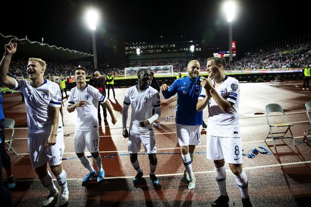 Suomen pelaajat olivat yhtä hymyä Kreikan kaatumisen jälkeen.