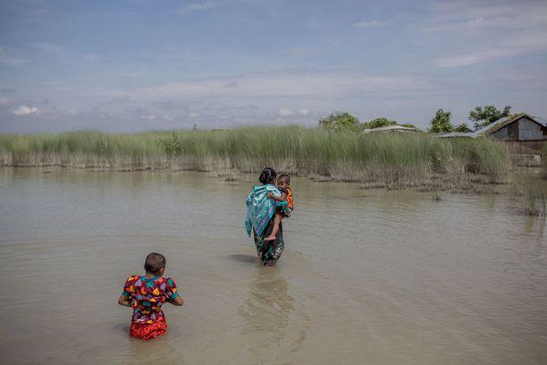 Bangladeshissa yli 600 000 hehtaaria viljelysmaata on tuhoutunut osittain käyttökelvottomaksi.