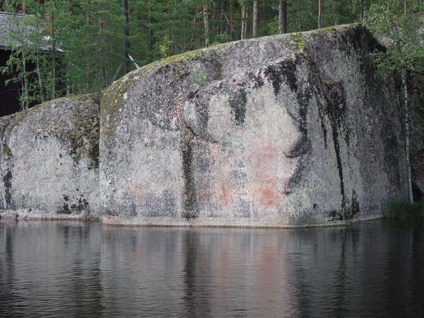 Kalliomaalaus on vain yksi Kouvolan Verlan kulttuurikohteista.