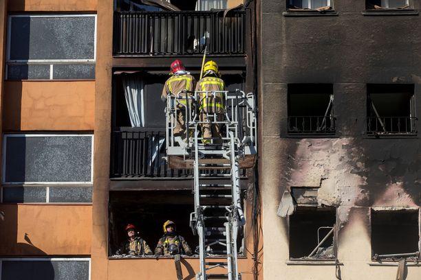 Raju tulipalo levisi useisiin asuntoihin.