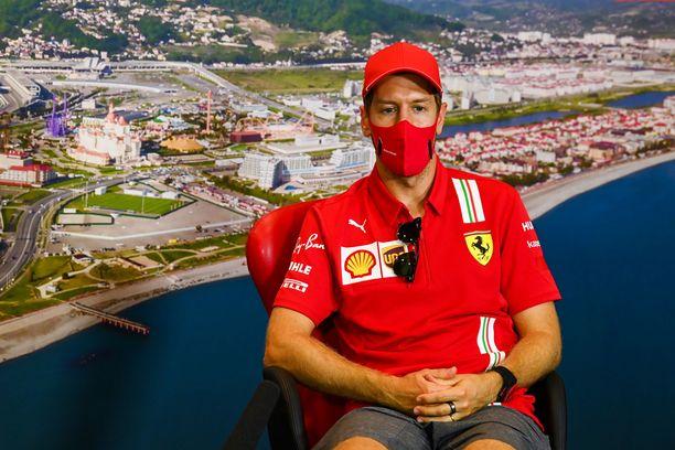 Sebastian Vettelin ja Ferrarin välit ovat hyiset.