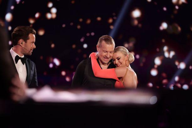 Niklas Hagman ja Kia Lehmuskoski saivat tanssistaan täydet pisteet.