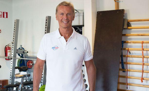 Aki Kauppinen on ollut jo vuosikaudet Eurosportin pidetty snookerselostaja.
