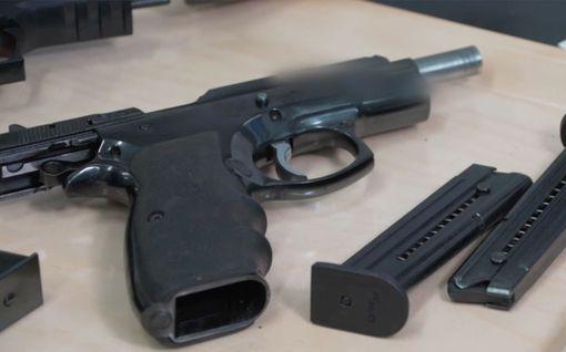 Poliisi löysi henkirikospaikalta verisen aseen – IL-TV selvitti, miten tutkimukset jatkuivat rikoslaboratoriossa
