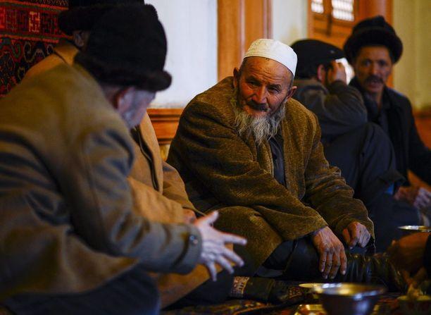 Pitkät parrat on jatkossa kielletty kaikilta muilta paitsi vahnuksilta. Kuva viime helmikuulta Kashgarista.