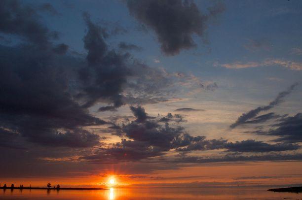 Auringonlasku Baikaljärvellä.