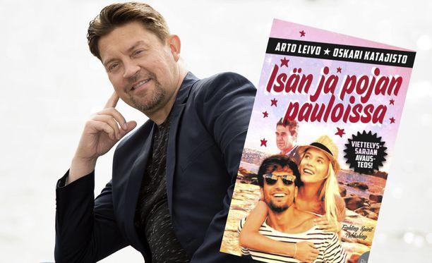 Oskari Katajisto eläytyy kirjoittajana rakastuneen nuoren naisen sielunmaisemaan.