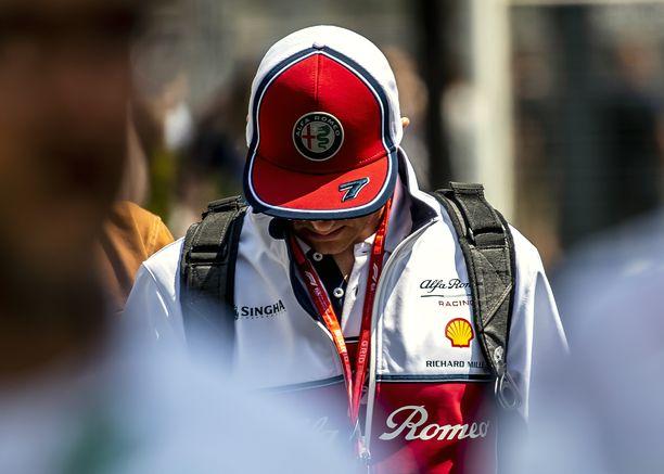 Kimi Räikkösen aika-ajosuoritus hylättiin sääntöjenvastaisen etusiiven takia.