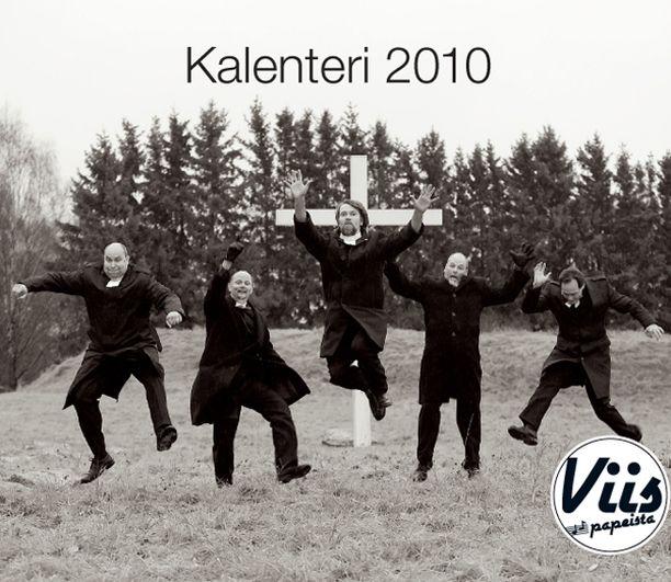 Turkulainen papeista koostuva Viis Papeista -yhtye julkaisi poikakalenterin.