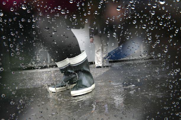 Viikonlopun aikana vettä voi Forecan mukaan tulla yli 50 milliä, eli koko heinäkuun sademäärä kerralla.