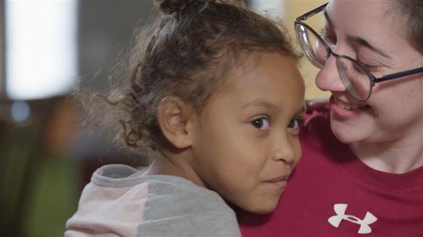 Viisivuotias Skylin menetti äidin ja isäpuolen ammuskelussa.