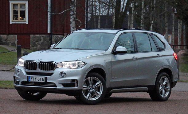 BMW:n X5-sarjan katumaasturista saa edullisimmillaankin pulittaa yli 85 000 euroa.