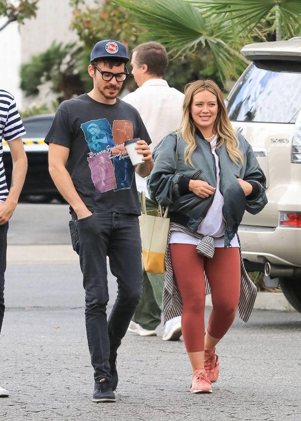 Hilary Duff ja muusikko Matthew Koma eivät kiirehdi naimisiin.