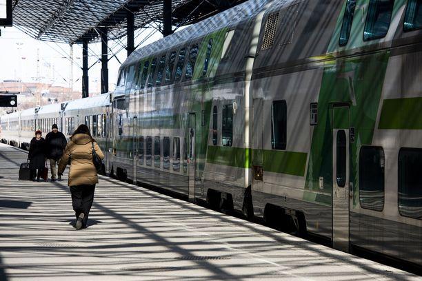 Junamatkat Helsingin ja Oulun välillä ovat lisääntyneet. VR pyrkii vastaamaan kysyntään nopeuttamalla yhteyksiä.
