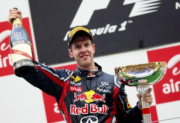 Sebastian Vettel juhli Red Bullin kanssa neljää maailmanmestaruutta 2010–2013.
