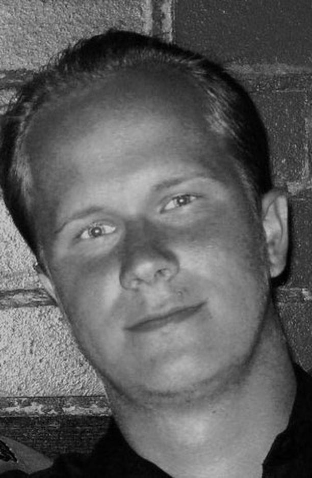 Ampujaksi epäilty Matti Juhani Saari oli ladannut internetiin useita kuvia itsestään.