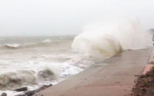 Video: Ciara-myrsky riehuu Iso-Britannian rannikoilla