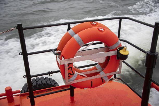 Onnettomuustutkintakeskus päätti käynnistää  tutkinnan luotsiveneen ja ohjusveneen lähitilanteesta. Kuvituskuva.