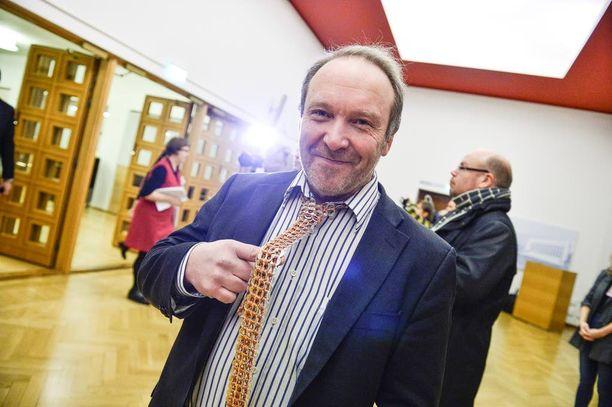 Perussuomalaiset ovat muita kriittisempiä Alkoon ja haluavat sille kilpailijoita. Kuvassa kansanedustaja Teuvo Hakkarainen.
