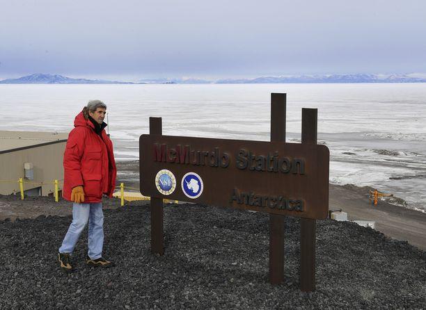 Ulkoministeri John Kerry vieraili McMurdossa Etelämantereella lauantaina. Hän aikoo Obaman kanssa tehdä kaikkensa, jotta ilmastosopimus pannaan täytäntöön ennen Trumpin astumista valtaan.