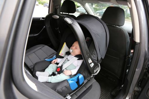 Vauva matkustaa kaukalossa aina siihen asti, kunnes kaukalo jää pieneksi.