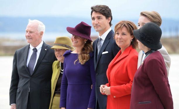 Vastaanottokomiteassa olivat mukana pääministeri Justin Trudeau ja hänen vaimonsa Sophie Gregoire Trudeau.