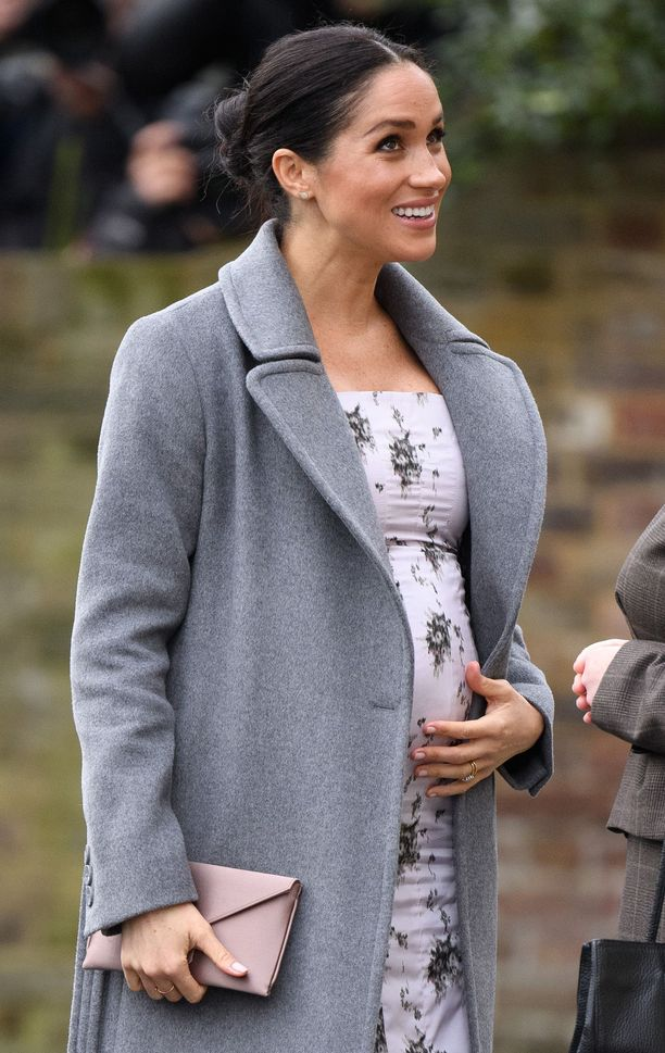 Ensimmäistä lastaan odottavaa Meghania on arvosteltu tavasta silitellä raskausvatsaansa liian usein.