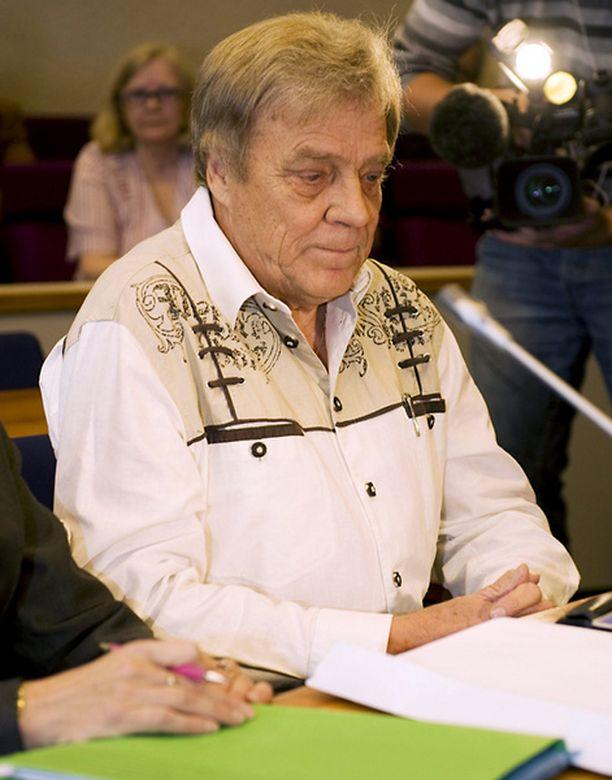 Paavo Salonen Antonin äidin oikeudenkäynnissä.