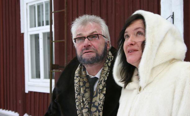 Juhani ja Leila Palmu saivat jäädä asumaan vuokralle pakkohuutokaupattuun taloon. Koska vuokrat jäivät maksamatta, nyt heidät on häädetty kiinteistöstä.