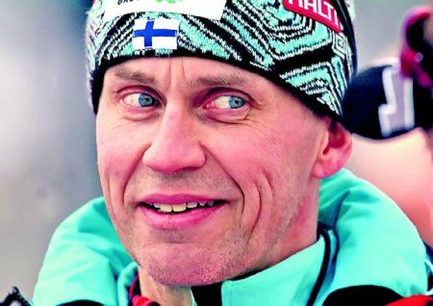 Urheilijat eivät halunneet Jouko Karjalaisen jatkavan yhdistetyn päävalmentajana.