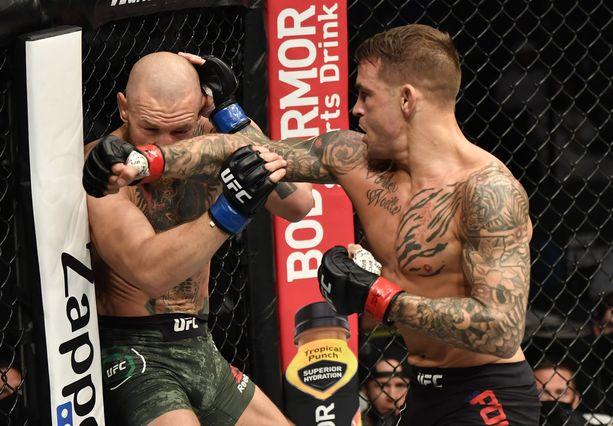 Dustin Poirier (oikealla) aiheutti Conor McGregorille UFC-uran ensimmäisen tyrmäystappion viime tammikuussa.