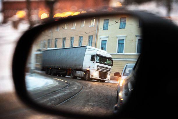 Poliisi on joutunut puuttumaan lasten rekkaspottaukseen Varsinais-Suomessa.