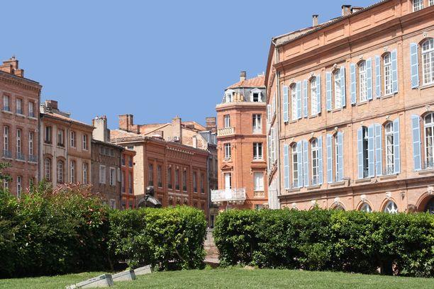 Vaaleanpunertava tiili on Toulousessa tyypillinen rakennusmateriaali.