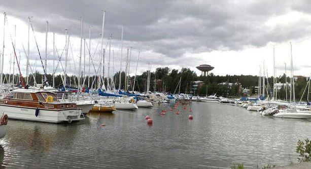 Suosittu uimaranta ja hyvät ulkoilureitit ovat Haukilahden valtteja.